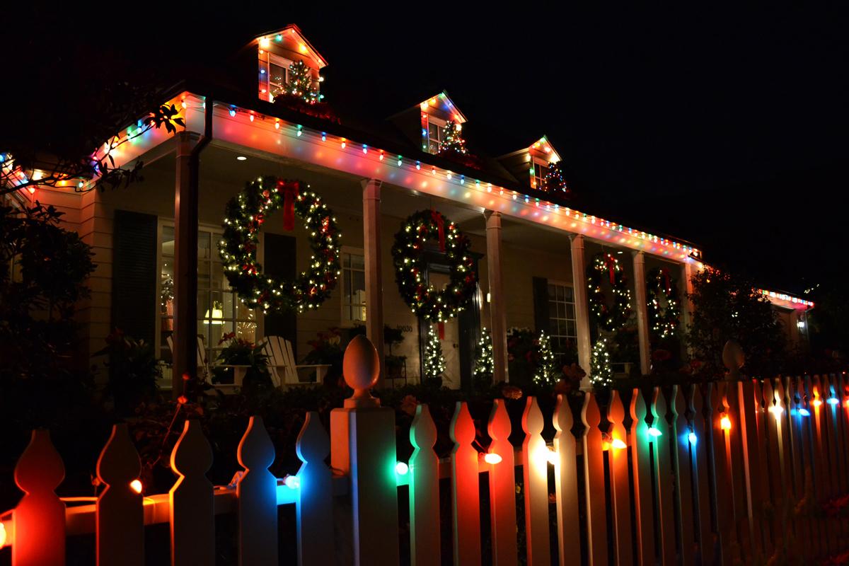 Toluca Lake Christmas Lights